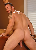 Big muscle hunk shows his perfect cock
