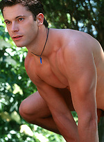Hot stud Federico shows his sexy body outdoors